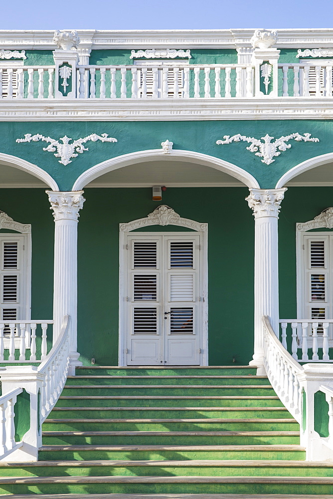 Colonial building on Plasa Horacio Hoyer, Pietermaai, Willemstad, Curacao, West Indies, Lesser Antilles, former Netherlands Antilles, Caribbean, Central America