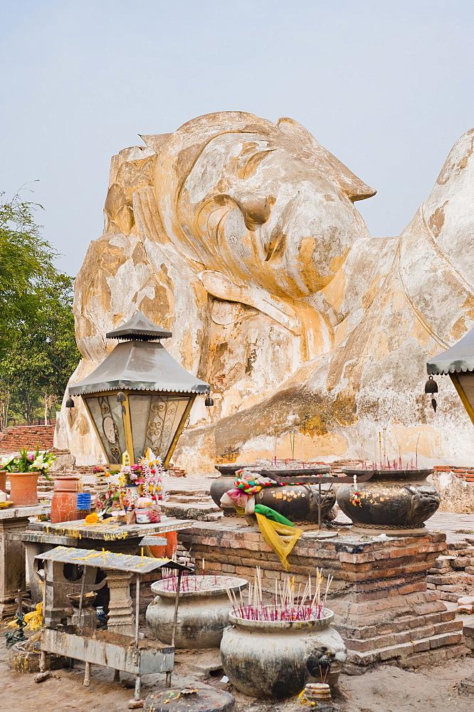 Reclining Buddha at Wat Lokayasurtharam, Ayutthaya, UNESCO World Heritage Site, Thailand, Southeast Asia, Asia