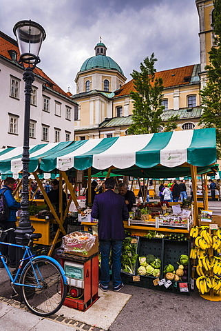 Ljubljana Central Market on a Saturday in Vodnikov Trg, Ljubljana, Slovenia, Europe