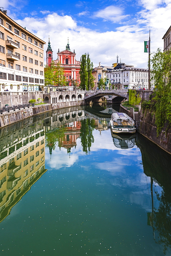 Ljubljana triple bridge (Tromostovje) and Franciscan Church of the Annunciation reflected in Ljubljanica River, Ljubljana, Slovenia, Europe