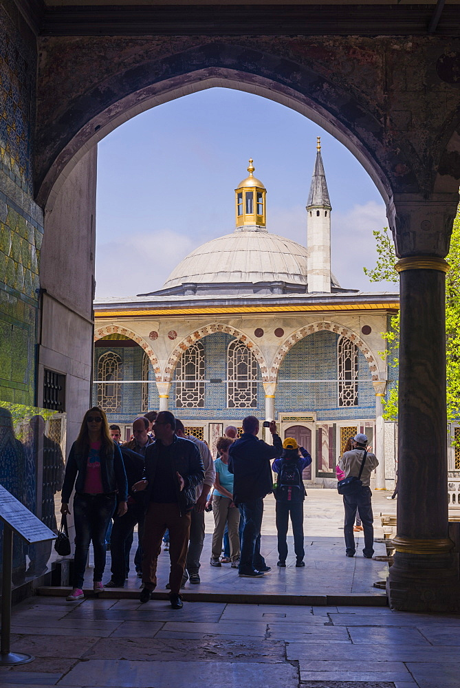 Tourists sightseeing at Topkapi Palace, UNESCO World Heritage Site, Istanbul, Turkey, Europe