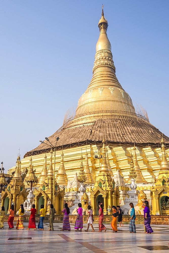 Festival at Shwedagon Pagoda (Shwedagon Zedi Daw) (Golden Pagoda), Yangon (Rangoon), Myanmar (Burma), Asia