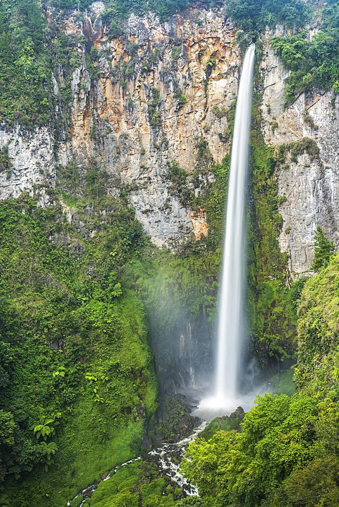 120m Sipisopiso Waterfall, Lake Toba (Danau Toba), North Sumatra, Indonesia, Southeast Asia, Asia