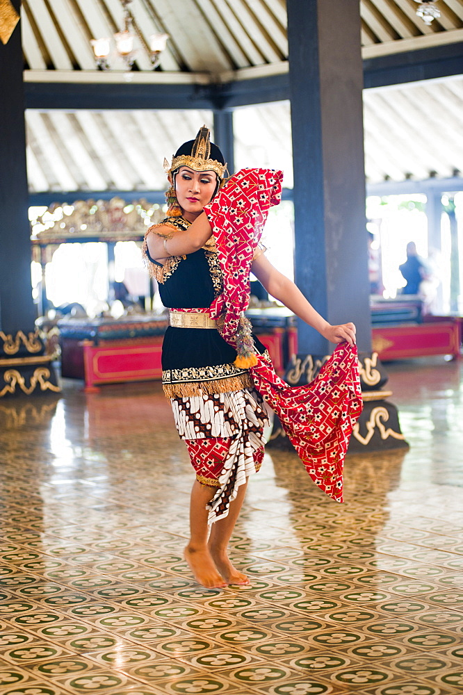 A woman performing a traditional Javanese dance at The Sultan's Palace (Kraton), Yogyakarta, Java, Indonesia, Southeast Asia, Asia