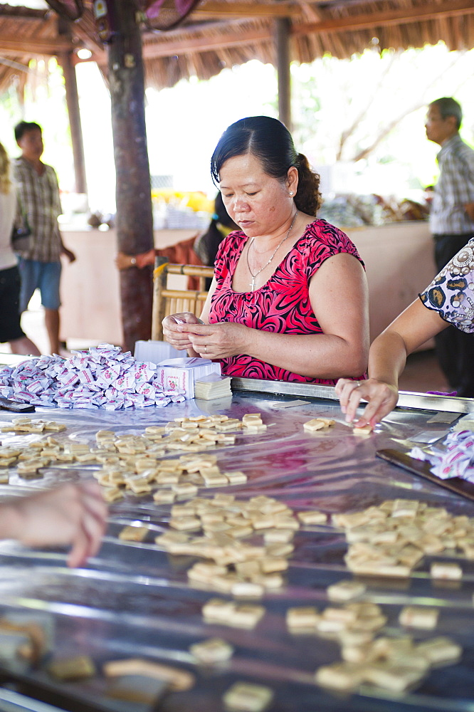 Woman making sweets, Can Tho, Mekong Delta, Vietnam, Indochina, Southeast Asia, Asia