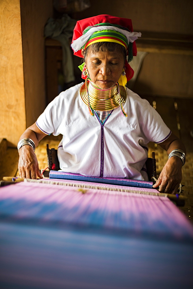 Lock neck woman from Palaung tribe weaving at Inle Lake, Shan State, Myanmar (Burma) - 1109-3665