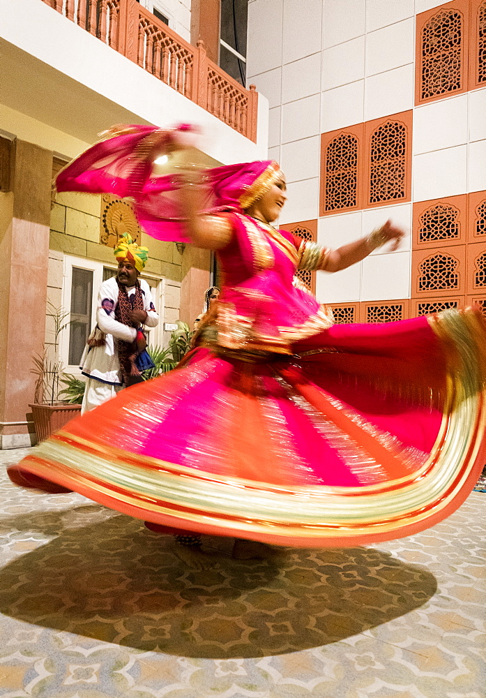Gypsy dancer in Pushkar, Rajasthan, India, Asia - 1111-64