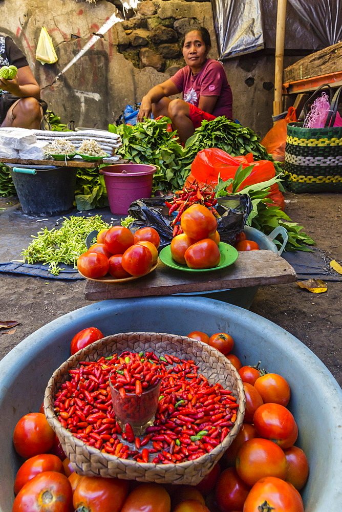 Women selling fresh fruit, vegetables, fish and spices in Larantuka, the capital city of Flores Island, Indonesia, Southeast Asia, Asia