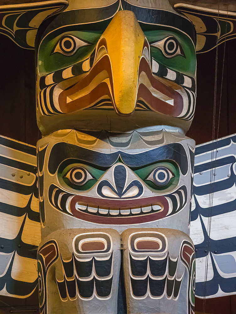 Totem pole in the longhouse of the Kwakwaka'wakw people, Alert Bay, British Columbia, Canada, North America - 1112-4186