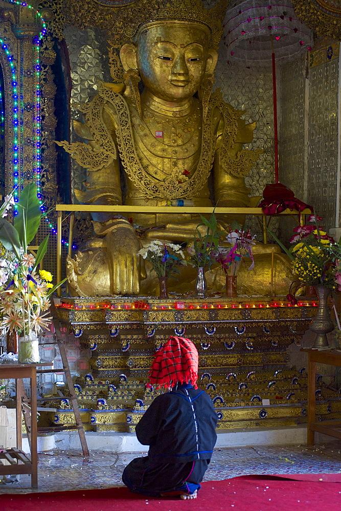 Pa-O woman at Phaung Tha Kyaung Pagoda, Inle Lake, Shan Staat, Myanmar, Burma