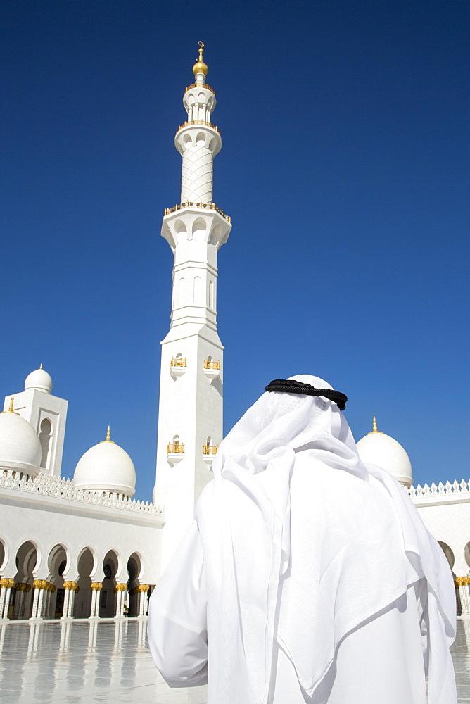 Arab man wearing dishdasha outside the Sheikh Zayed Bin Sultan Al Nahyan Grand Mosque, Abu Dhabi, United Arab Emirates