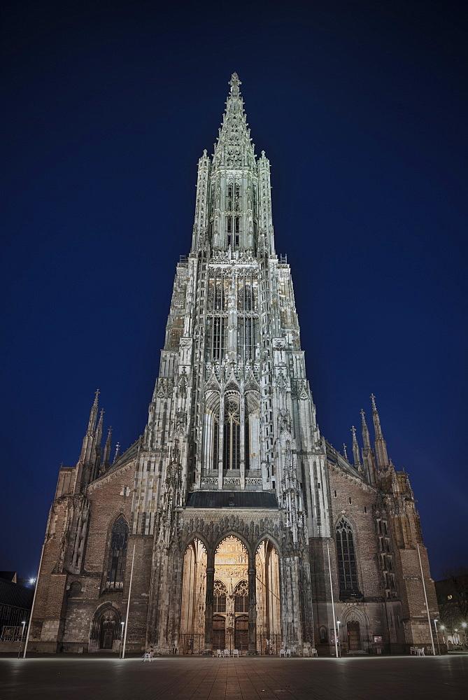 Symmetrical front view of Ulm Cathedral, Ulm, Swabian Alp, Baden-Wuerttemberg, Germany