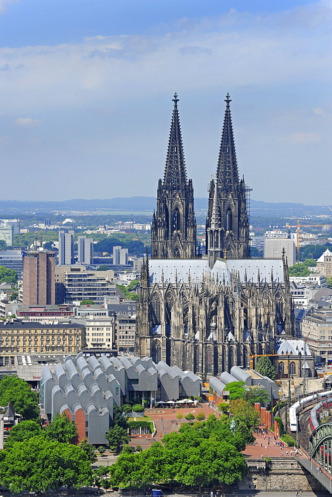 Cologne cathedral and Museum Ludwig, Cologne, Rhineland, NRW, North Rhine-Westphalia, Germany