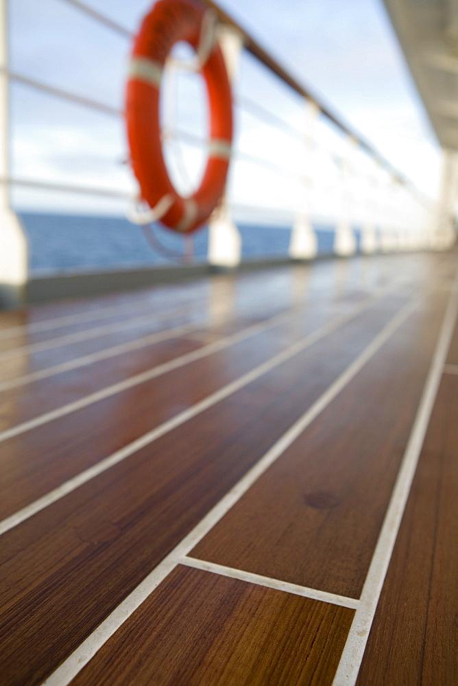MS Bremen, wooden deck, Aboard MS Bremen Cruise Ship, Hapag-Lloyd Kreuzfahrten, Germany - 1113-103676