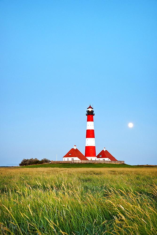 Westerheversand Lighthouse mit full moon, Westerhever, Schleswig-Holstein, Germany