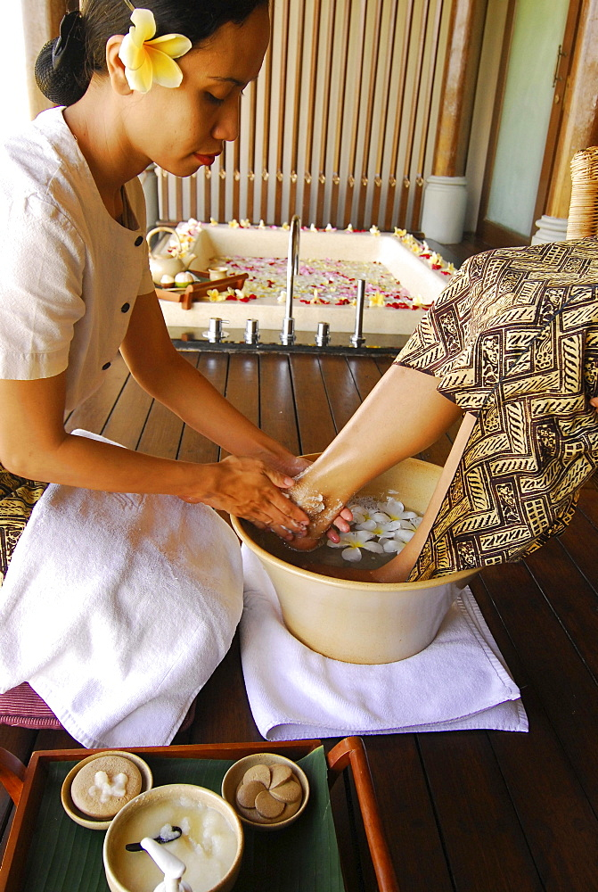 Massage at the spa of the Chedi Club, GHM Hotel, Ubud, Indonesia, Asia