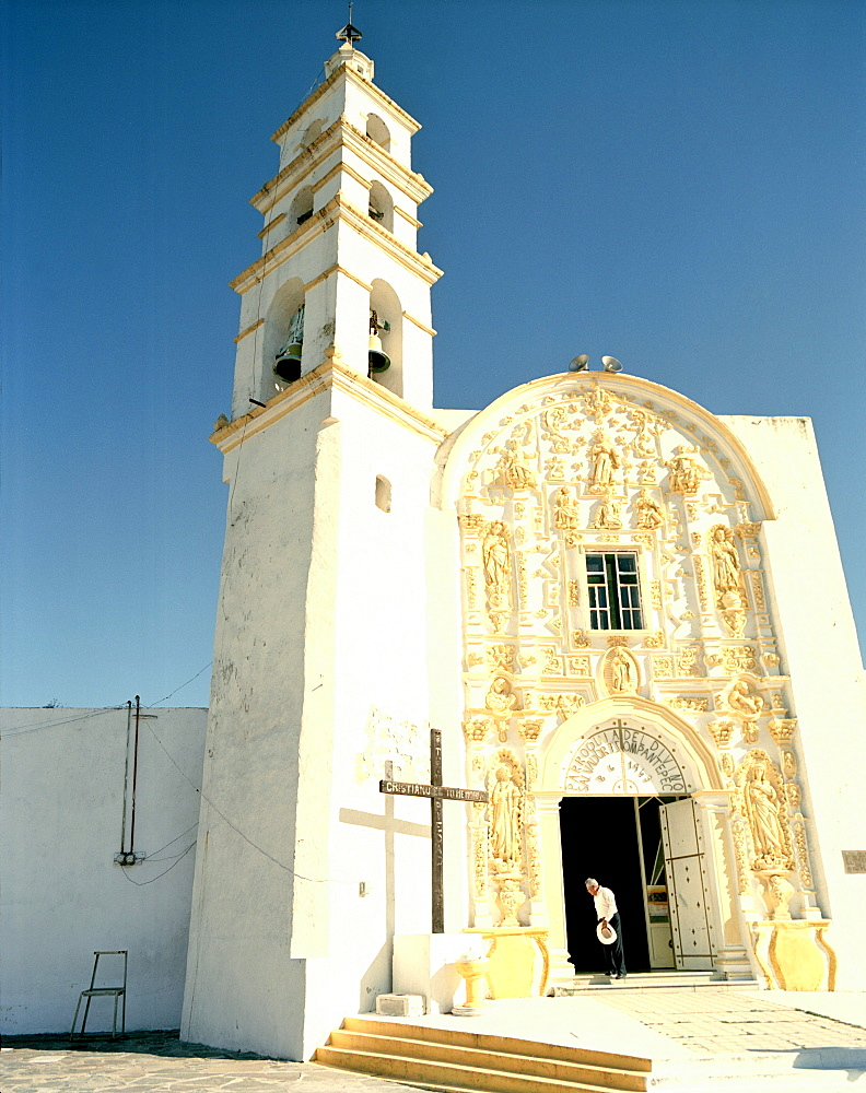 The church San Salvador in the sunlight, Tsumantepec, Tlaxcala province, Mexico, America