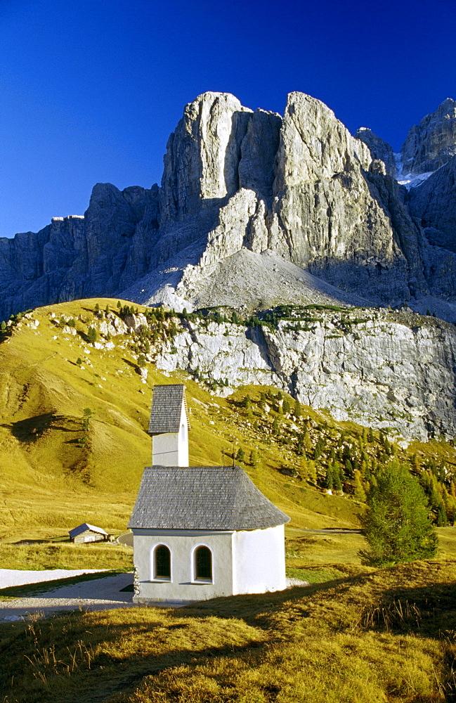 Chapel, Passo di Gardena, Gruppo di Sella, Dolomite Alps, South Tyrol, Italy