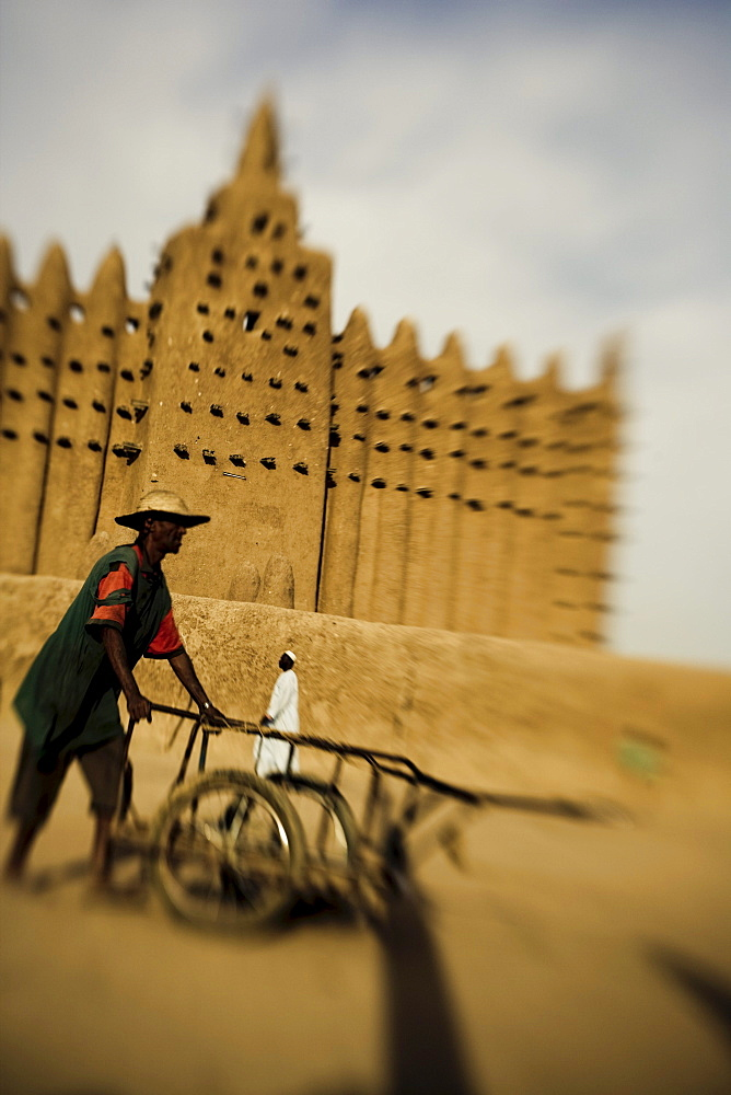People in front of the mosque of Djenna, Mali, Africa