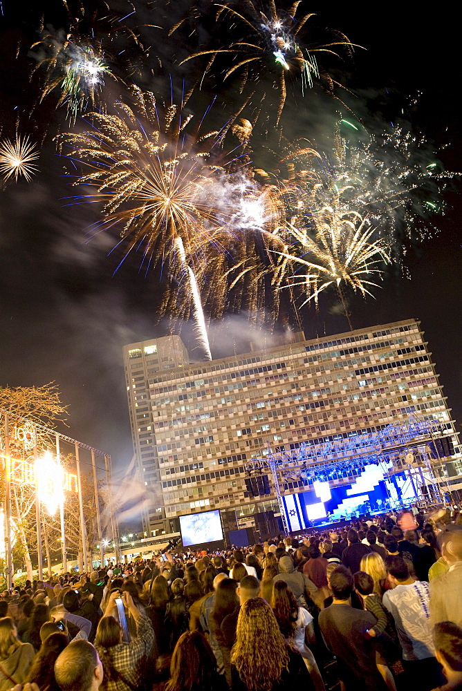 Independence Day fireworks at Tel Aviv City Hall, Rabin Square, Tel Aviv, Israel, Middle East