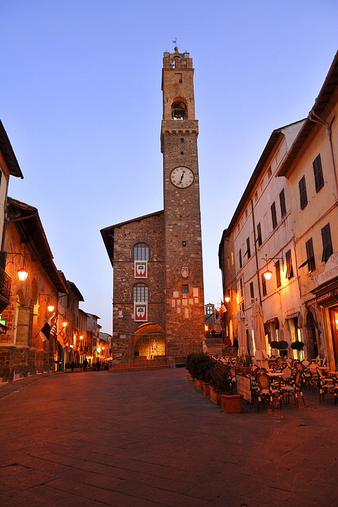 Town hall and street cafes at Piazza del Popolo in the evening, Montalcino, Tuscany, Italy, Europe