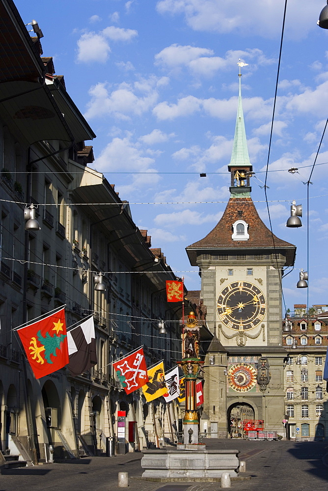 Zaehringer Fountain and Zytglogge Tower, Kramgasse, Old City of Berne, Berne, Switzerland