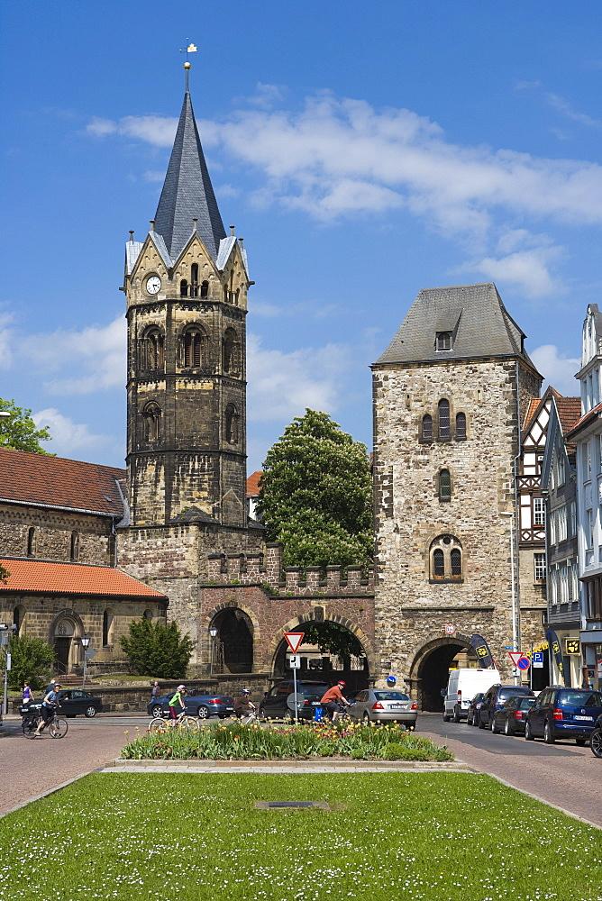 Nikolaikirche church and town gate at Karlsplatz square, Eisenach, Thuringia, Germany, Europe