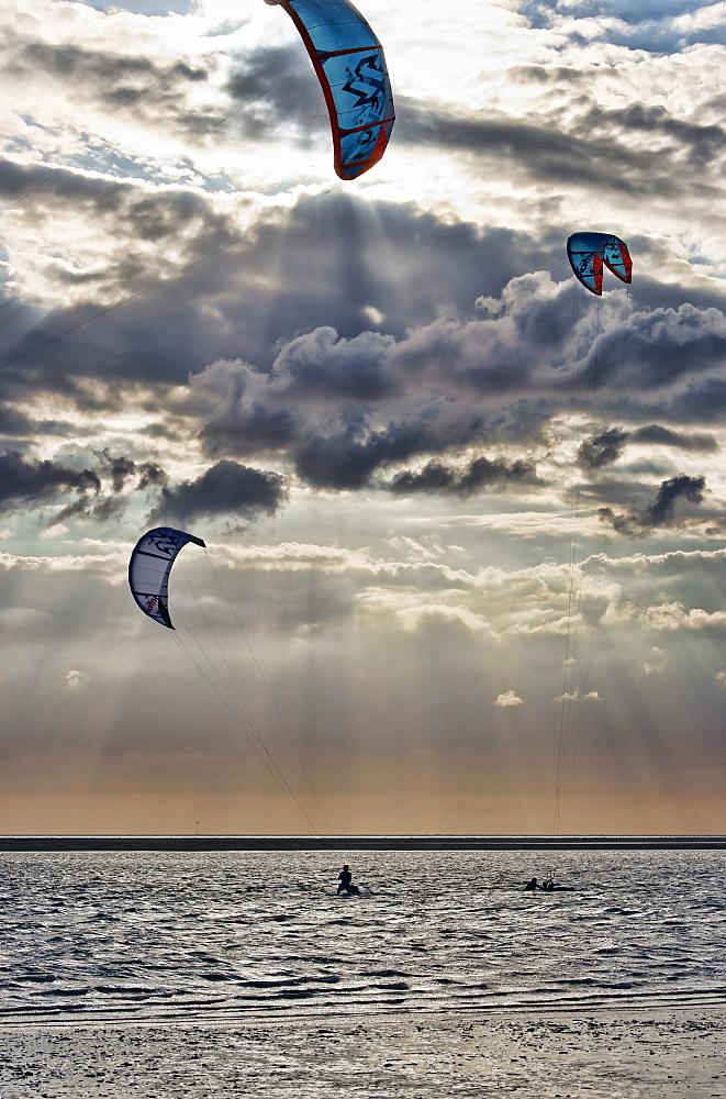Kitesurfer on the North Sea, North Sea Spa Resort Langeoog, East Frisia, Lower Saxony, Germany
