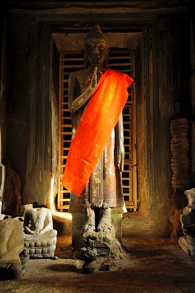 Buddha statue at Angkor Vat, Angkor, Cambodia, Asia