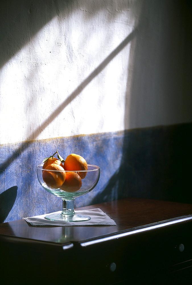 Oranges in glass bowl, Finca-Hotel de Reis, Soller, Mallorca, Spain