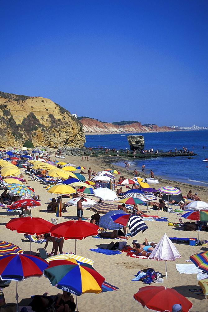Sandy beach and sunshades, Praia dos Pescadores, Albufeira, Algarve, Portugal, Europe