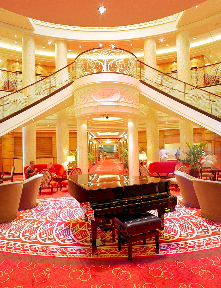 Piano in the middle of the grand lobby, Queen Mary 2, Cruise Ship