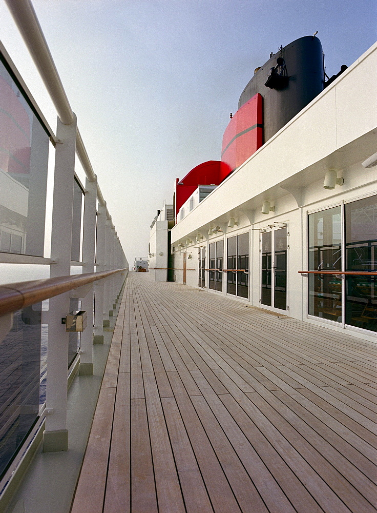 Top deck with Lookout on board the cruise ship Queen May II, Luxury Ocean Liner, QM2, Cruise, Travel