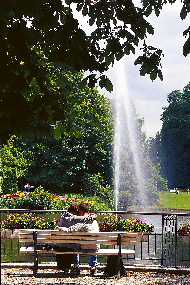 Couple on a bench in the spa gardens, Wiesbaden, Hesse, Germany, Europe