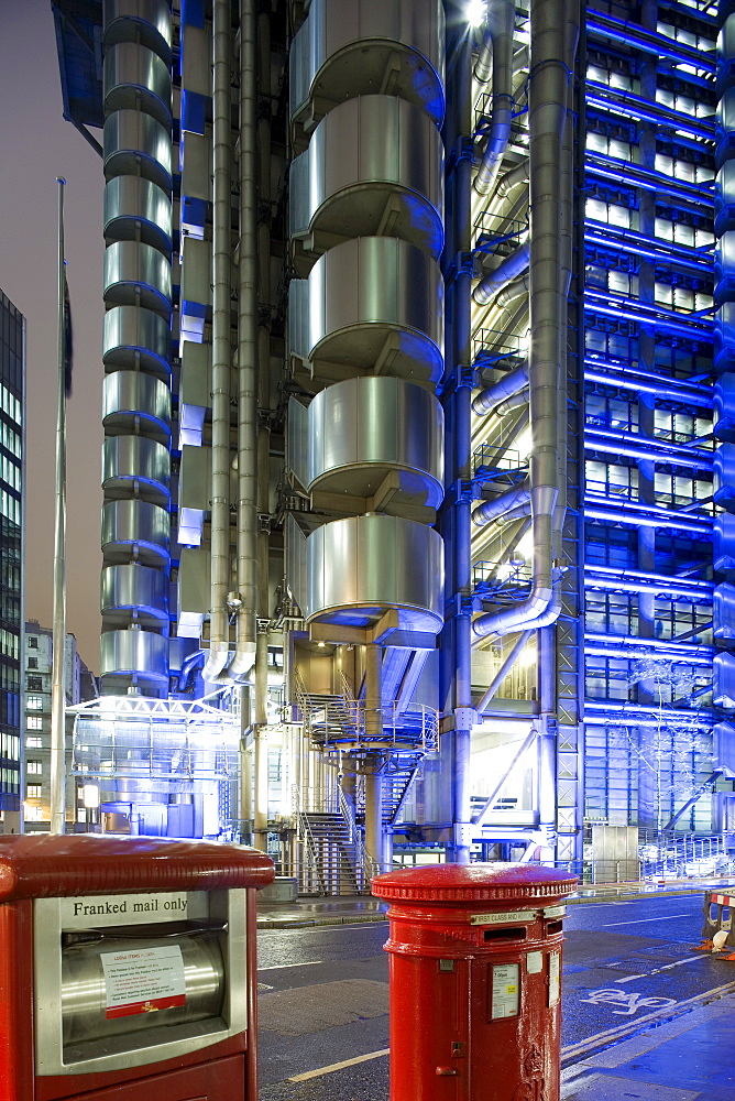 Lloyd`s of London, The building was errected from 1978 -1986 by english architect Richard Rogers, London, England, Europe