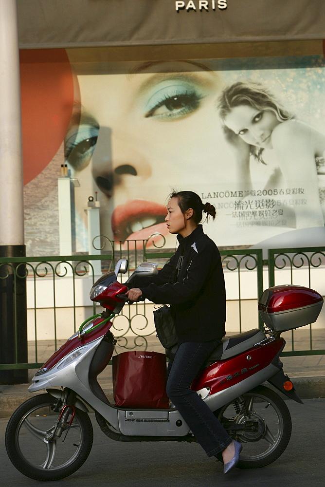 Shopping, Huaihai Xilu, intersection Huaihai Xilu, shopping, people, pedestrians, consumer, consume