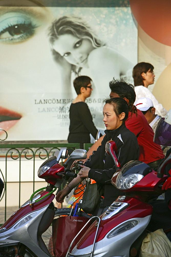 Shopping, Huaihai Xilu, intersection Huaihai Xilu, shopping, people, pedestrians, consumer, consum