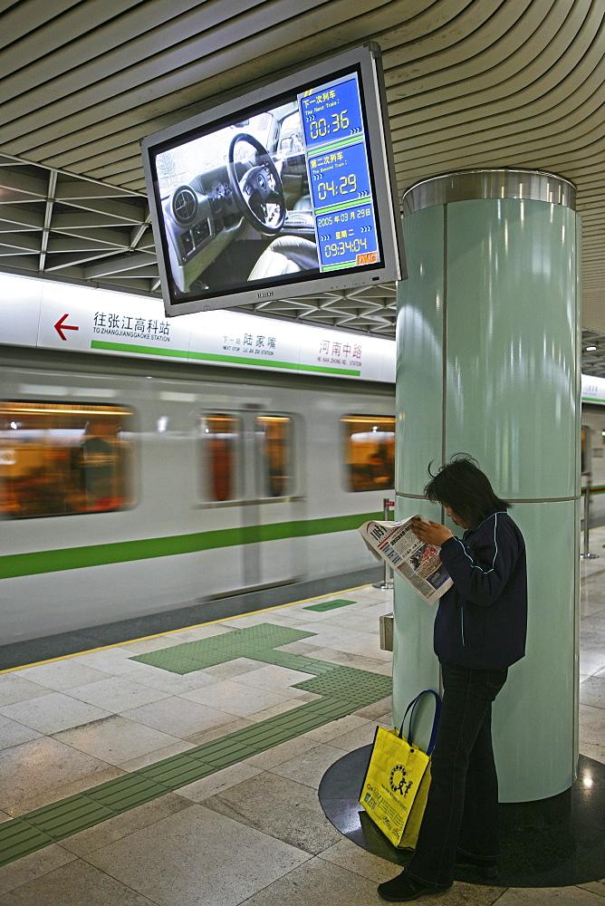 Metro Shanghai, Info screen, mass transportation system, subway, public transport, underground station, platformcommuters