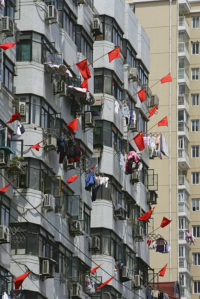 apartment towers, living in Shanghai, highrise apartments, national flags, Nationalflagge, Laundry