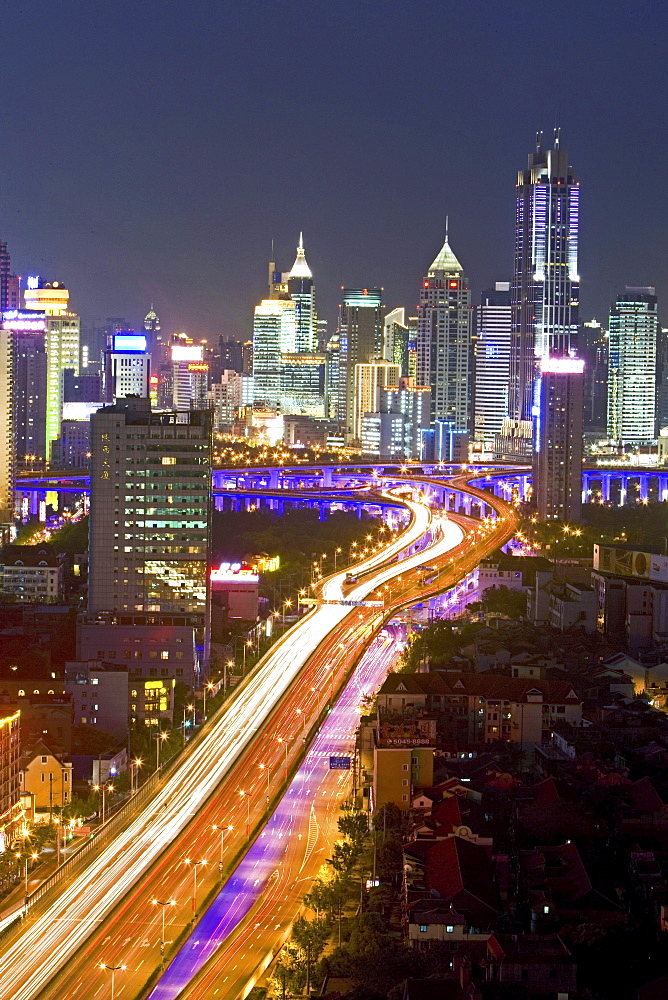 Gaojia motorway, Yan'an Zhonglu Motorway, Gaojia, elevated highway system, im Zentrum von Shanghai, Expressway, night skyline of central Shanghai, Huaihai and Pudong, Lichterband