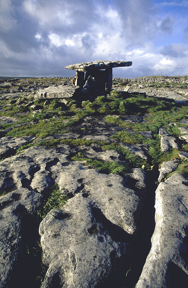 Poulnabrone Dolmen, The Burren, County Clare, Ireland *** Local Caption *** 00058538