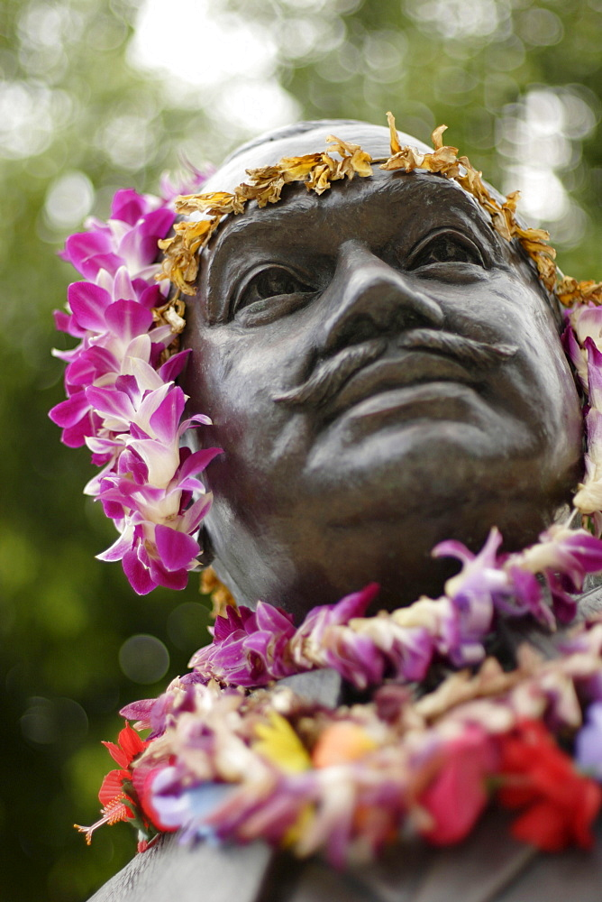 Detail of the sculpture of Prince Jonah Kuhio Kalaniana¥ole, Waikiki Beach, Honolulu, Hawaii, America, USA