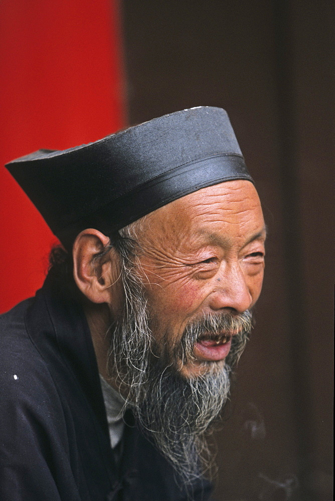 portrait of abbot of Cui Yun Gong monastery, South peak, Hua Shan, Shaanxi province, Taoist mountain, China, Asia