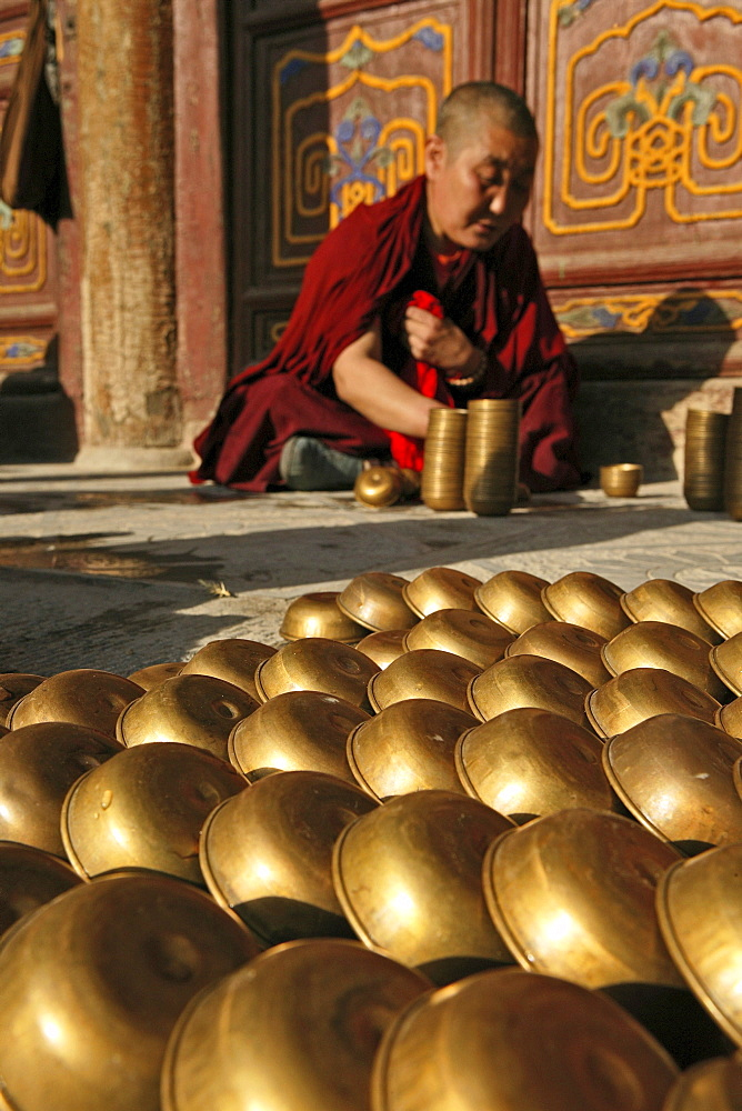 Monk filling the butter lamps in readiness for the birthday celebrations of Wenshu, Shuxiang temple, Mount Wutai, Wutai Shan, Five Terrace Mountain, Buddhist Centre, town of Taihuai, Shanxi province, China