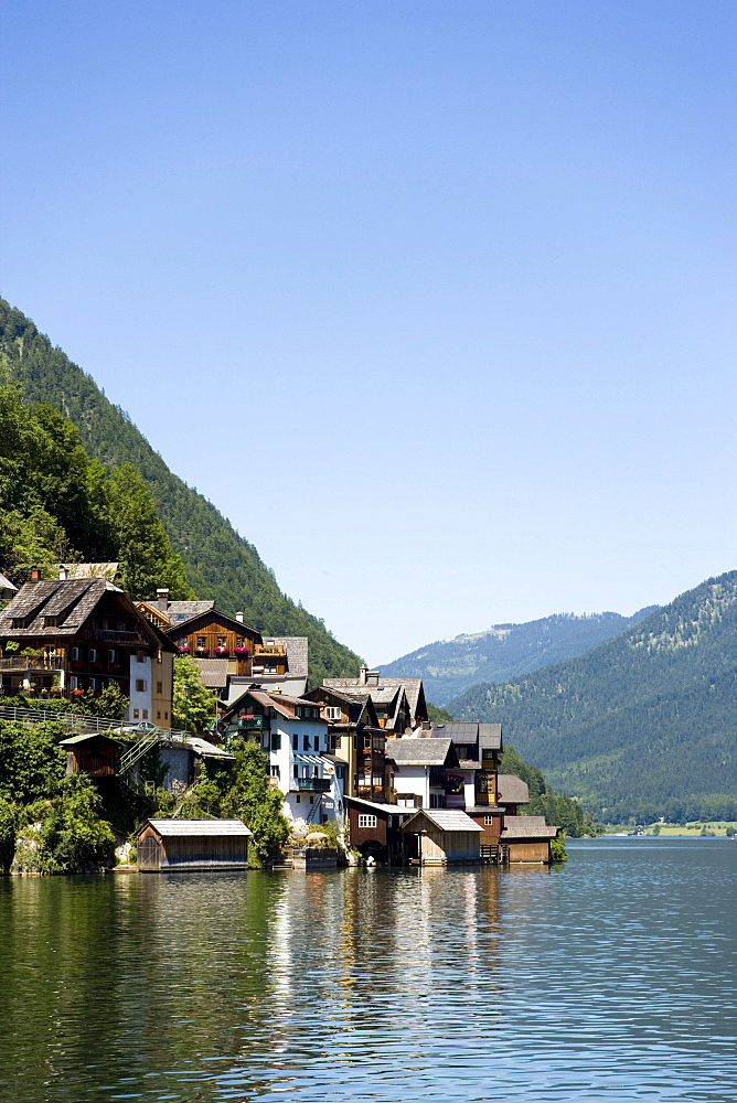 View over lake Hallstatt to houses at lakeshore, Hallstatt, Salzkammergut, Upper Austria, Austria