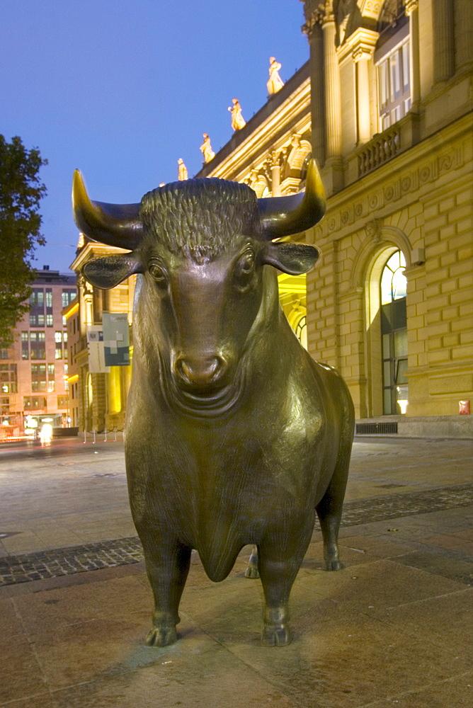 Germany, Frankfurt, stock exchange, bull and bear, twilight