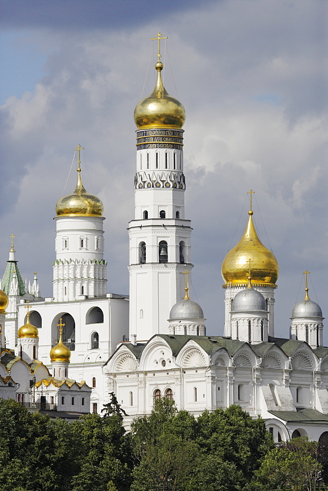 The Kremlin, Iwan the Great bell tower and Cathedral of the Archangel Michael, Moscow, Russia
