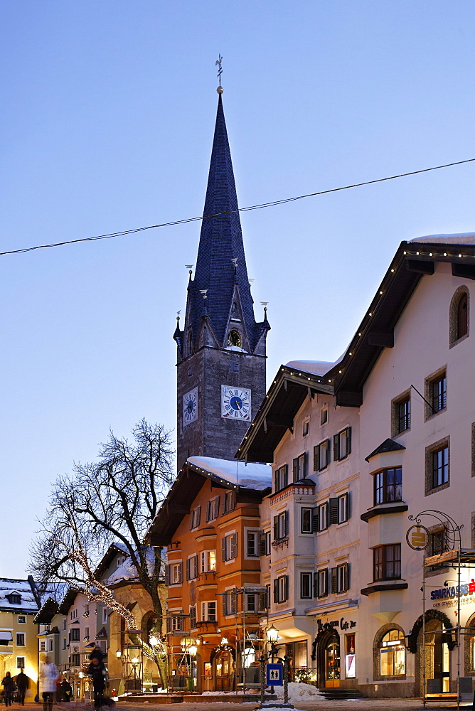 Shopping street in the evening, Old Town, Katherinen Church, Vorderstadt, Kitzbuhel, Tyrol, Austria