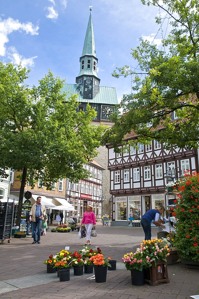 Flower stand in the Market Square, St Aegidien church, timber framed houses, down town, Osterode am Harz, Harz, Lower Saxony, Germany