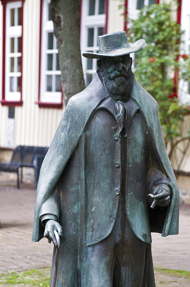 Wilhelm Busch statue, Seesen, Goslar, Harz, Lower Saxony, Germany